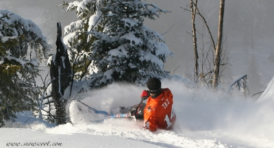 SNOWSCOOT RIDER TAZ BRAKING BEFORE THE CLIFF IN LES PACCOTS