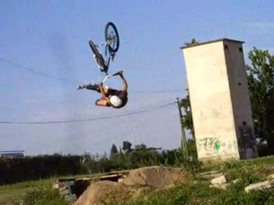 Backflip no foot can can